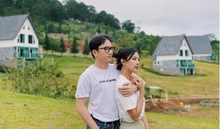 Phan Mạnh Quỳnh khoe ảnh tình tứ bên bạn gái hot girl nhân dịp 'đặc biệt'