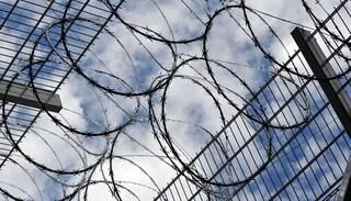 Hàng trăm tù nhân ở Uganda khỏa thân vượt ngục