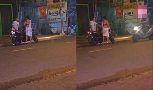 Cô gái trẻ lột váy cãi nhau với bạn trai giữa đường vì bị đòi quà hậu chia tay