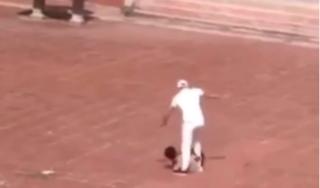 Đình chỉ bảo vệ đánh nam thanh niên giữa sân trường