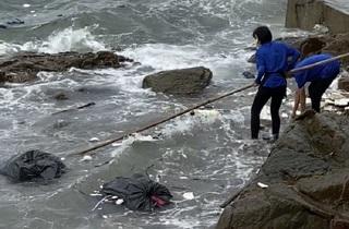 Thu hồi giấy phép quán cà phê vứt rác xuống biển Vũng Tàu