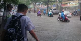 Nhiều tỉnh miền Trung cho học sinh nghỉ học tránh bão số 5