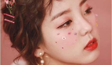 Makeup là gì? 4 xu hướng makeup đang 'làm mưa làm gió'
