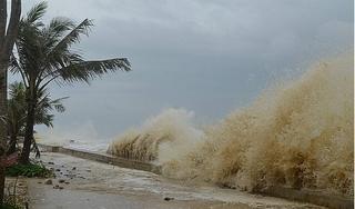 Bão số 5 áp sát Quảng Bình - Quảng Nam, mưa to gió lớn dồn dập