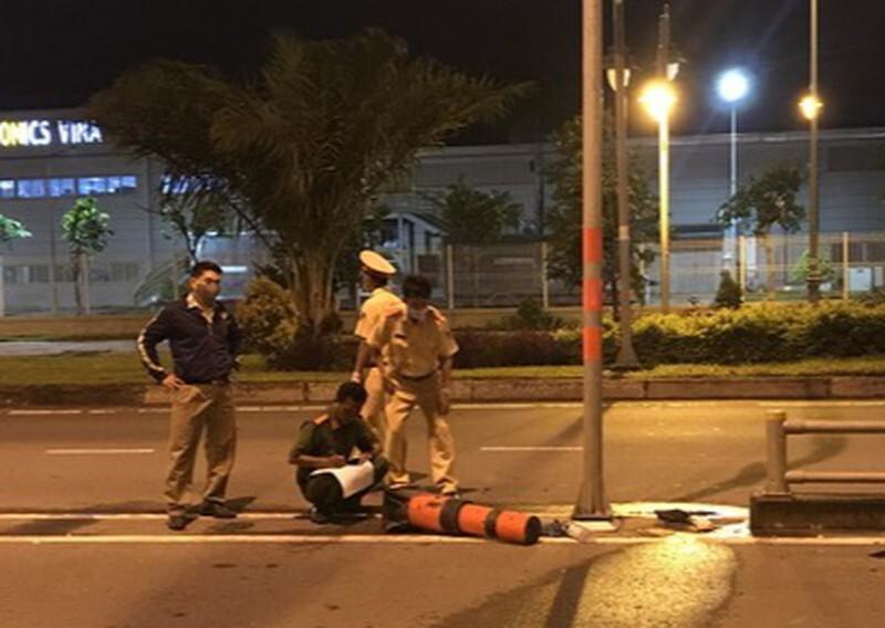 Đi xe máy tông vào trụ biển báo giao thông, nữ công nhân tử vong
