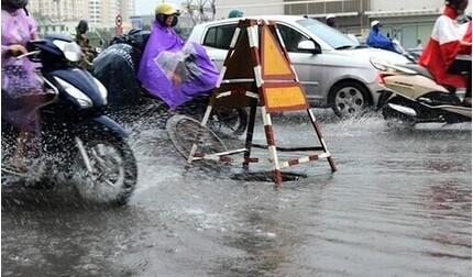Hôm nay miền Bắc mưa to và dông, đề phòng thời tiết nguy hiểm