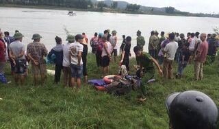 Tài xế xe tải lao xuống sông cứu cô gái, cả hai cùng tử vong