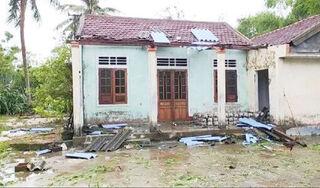 Huế: 2 người ngã tử vong khi lợp lại mái nhà hư hại do bão số 5