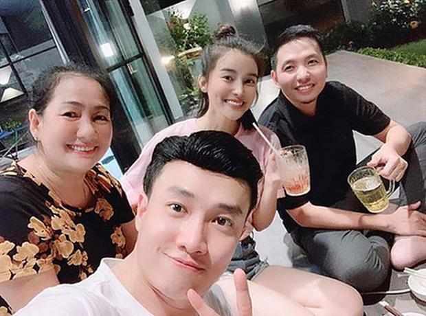 Cao Thái Hà công khai ảnh tình tứ bên trai lạ hậu tin đồn tình cảm với Quốc Trường