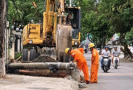 Hơn 400 cột điện bị gãy đổ, Giám đốc Công ty Điện lực Thừa Thiên - Huế nói gì?