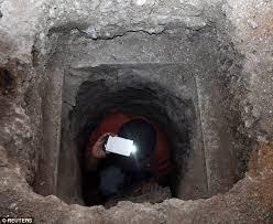 Một tử tù đào hầm trốn khỏi nhà tù ở Indonesia