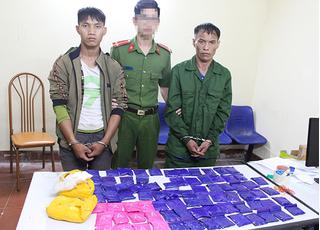 Sơn La: Bắt 2 đối tượng vận chuyển hơn 15.000 viên ma túy tổng hợp