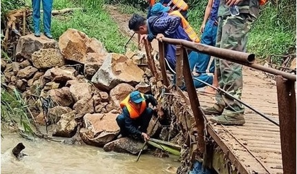 Tin tức trong ngày 23/9: Đã thấy thi thể người phụ nữ rớt xuống cống trong mưa lớn