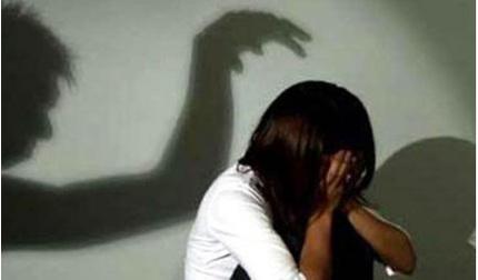 Tạm giữ một bảo vệ trường học để điều tra nghi án hiếp dâm