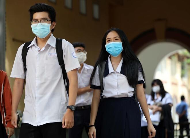 Hồ sơ nhập học Đại học Kinh Tế Tài Chính TP. Hồ Chí Minh và Đại học Thủ Dầu Một năm 2020
