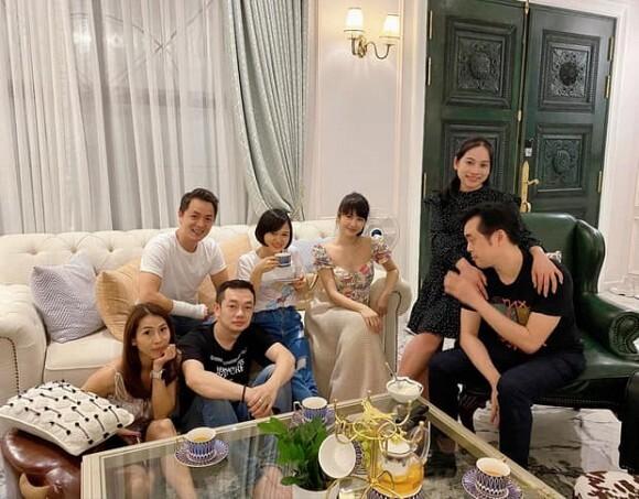 Dương Khắc Linh - Sara Lưu tụ họp tại biệt thự của vợ chồng Đăng Khôi, nhưng nhan sắc 'gái 2 con' Thuỷ Anh chiếm trọn spotlight