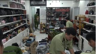 Kiểm tra cửa hàng kinh doanh túi xách phát hiện kho vũ khí 'khủng'