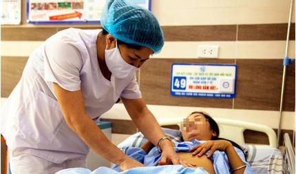 Người phụ nữ như mang bầu 5 tháng vì khối u buồng trứng 'khủng'