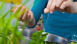 Sai lầm nhỏ khi luộc rau có thể khiến bạn 'rước bệnh' vào người