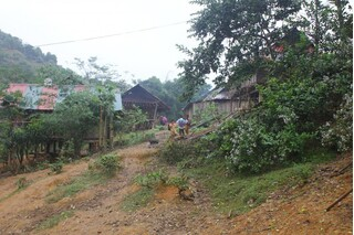 Bắt nghi phạm truy sát hại hai mẹ con thương vong rồi trốn vào rừng