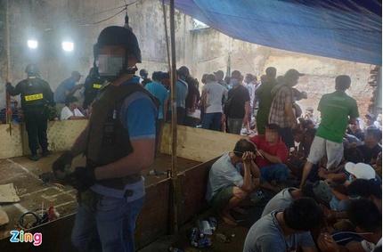 200 cảnh sát nổ súng bao vây trường gà 'khủng' ở Sài Gòn
