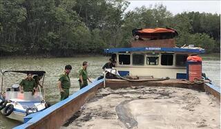Bắt 2 thuyền 'khủng' bơm hút cát trái phép trên sông Đồng Nai