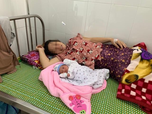 Cứu sống mẹ con sản phụ bị vỡ ối trên đường đi, sa dây rốn nguy kịch