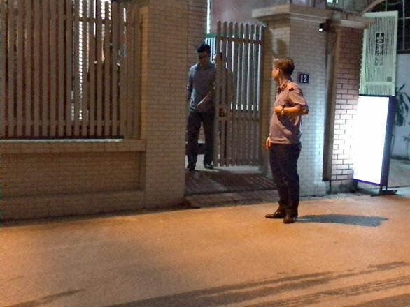 Khám xét nhà riêng nguyên Giám đốc Bệnh viện Bạch Mai trong đêm