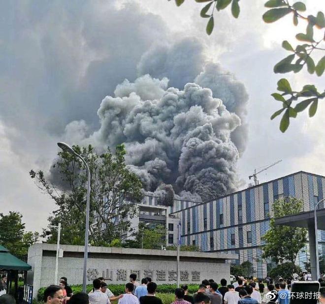 Cháy lớn khu tổ hợp Huawei khiến 3 người chết