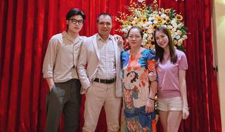 Khoe ảnh gia đình trong tiệc sinh nhật mẹ, vẻ hotboy của em trai Hòa Minzy chiếm spotlight