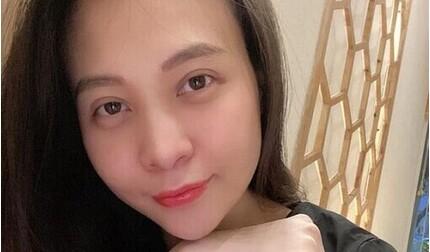 Mẹ 'bỉm sữa' Đàm Thu Trang khoe mặt mộc, lộ bọng mắt mệt mỏi sau sinh