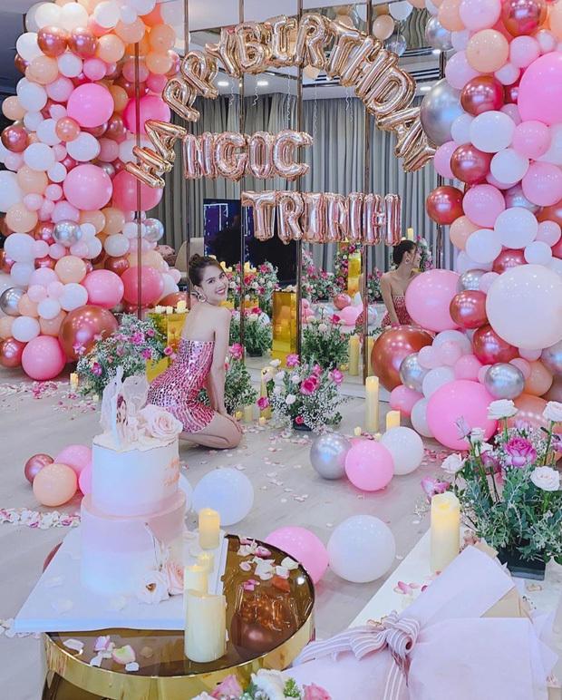 Ngọc Trinh phủ hồng biệt thự 50 tỉ và khoe body nóng bỏng mừng tuổi mới