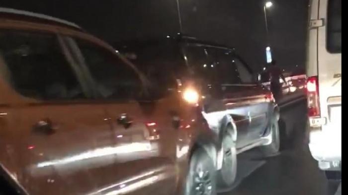 Hơn chục ô tô tông liên hoàn trên cầu Nhật Tân