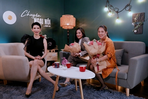 Siêu mẫu Xuân Lan bị team của diễn viên Trọng Hưng công kích