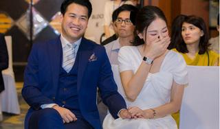 Linh Rin diện trang sức tiền tỷ, tay trong tay Phillip Nguyễn