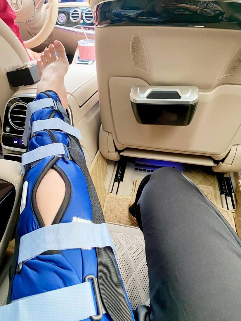 Nhật Kim Anh bị ngã chấn thương phải ngồi xe lăn
