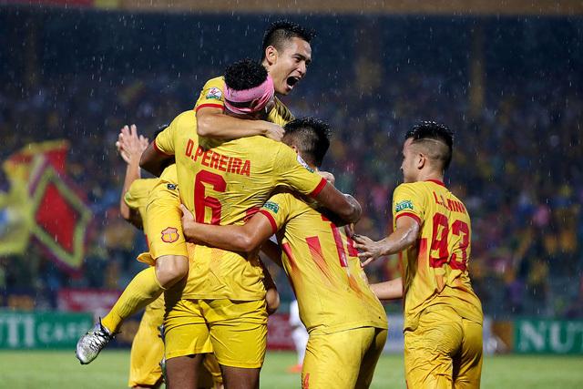 Thầy trò HLV Phạm Hồng Phú đón tin vui trước trận đấu với Đà Nẵng