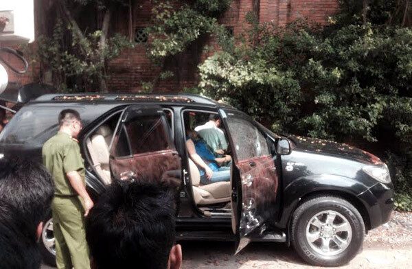 Cặp nam nữ tử vong trên ô tô đang nổ máy trong gara