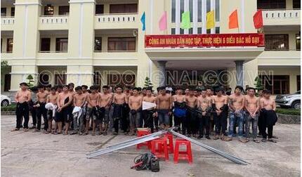 59 thanh niên dàn trận hỗn chiến để tranh giành mảnh đất