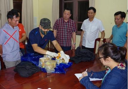 Hà Nam bắt đối tượng vận chuyển số lượng ma túy lớn ra Hà Nội tiêu thụ