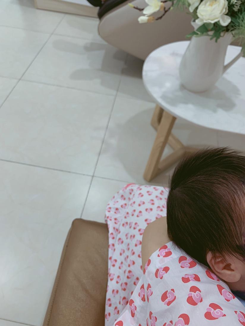 Hằng BingBoong chính thức hạ sinh con trai đầu lòng