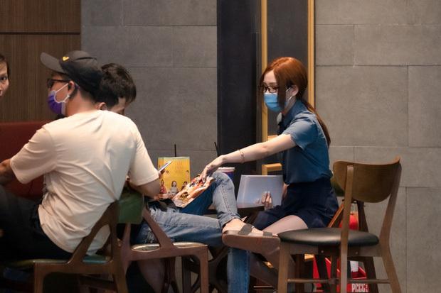 Hiền Hồ giả làm nhân viên rạp phim, bày trò trộm ví tiền 'chọc điên' khách