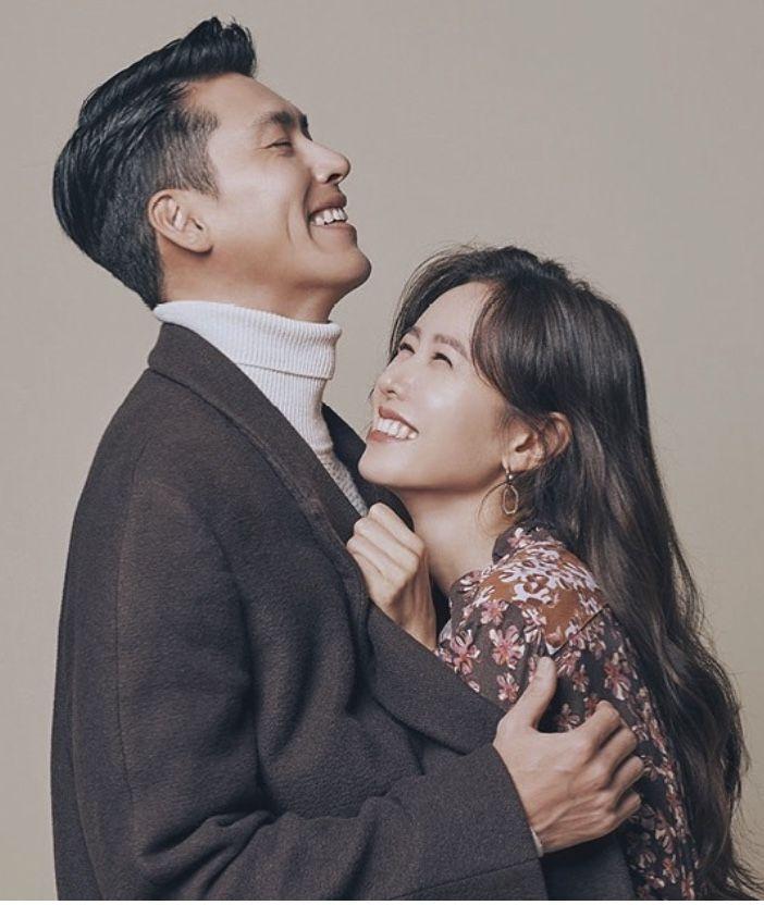 Khoảnh khắc Son Ye Jin níu chặt tay Hyun Bin trước bàn dân thiên hạ lại gây náo loạn MXH