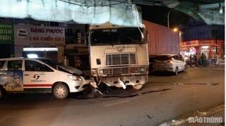 Tin tức tai nạn giao thông ngày 30/9: Xe container húc 2 ô tô ở TP.HCM