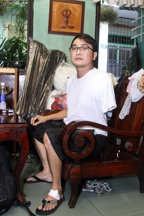 Sau tai nạn bị mất một cánh tay, ca sĩ Nhật Linh chật vật mưu sinh từng ngày