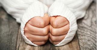 Bàn tay lạnh - dấu hiệu 'cảnh báo' những căn bệnh nguy hiểm