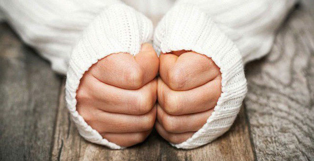 Bàn tay lạnh, dấu hiệu cảnh báo những căn bệnh nguy hiểm