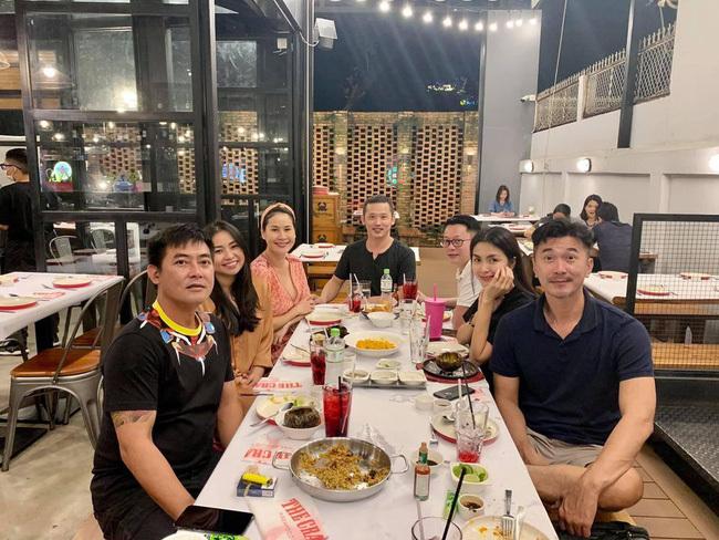 Đi tụ tập với hội bạn thân, nhan sắc của Tăng Thanh Hà chiếm trọn spotlight