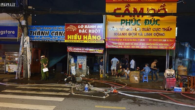 TP. HCM: Hỏa hoạn bùng phát thiêu rụi 3 cửa hàng ở Tân Bình