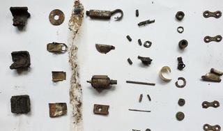 Lấy ra hàng chục dị vật kim loại trong dạ dày người đàn ông